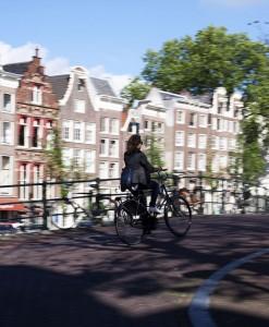 El uso de bicicletas como medio de transporte es muy común en Amsterdam