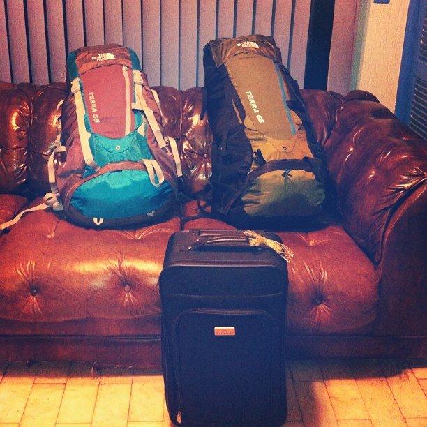 Esa maleta negra no debería ir en el viaje jeje