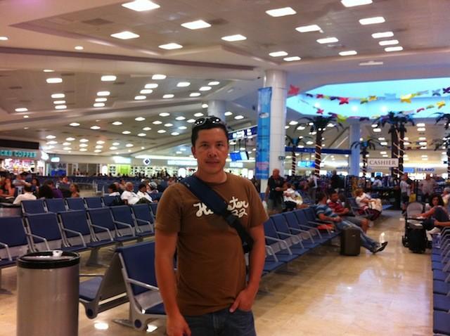 Esperando abordar el avión rumbo a Frankfurt en el aeropuerto de Cancún