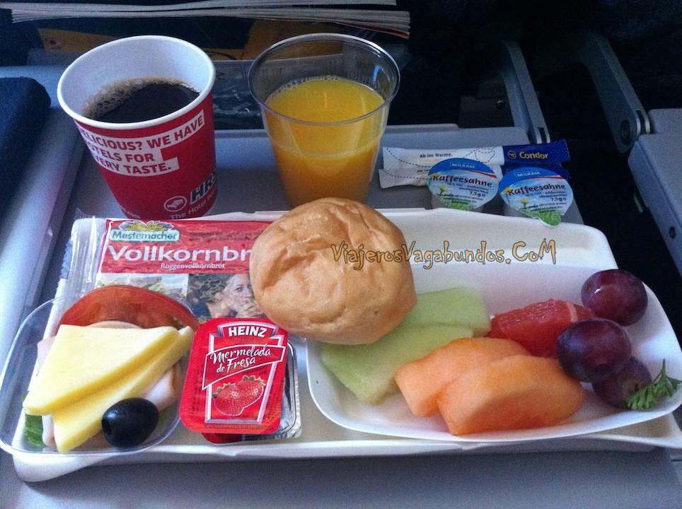 Desayuno en el avión rumbo a Frankfurt