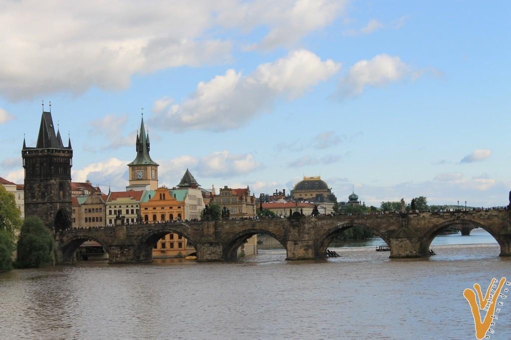 Puente de Carlos es de lo primero que hacer en Praga