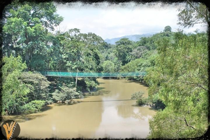 Puente sobre Rio Amatán