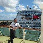 Osvaldo trabajando en Royal Caribbean