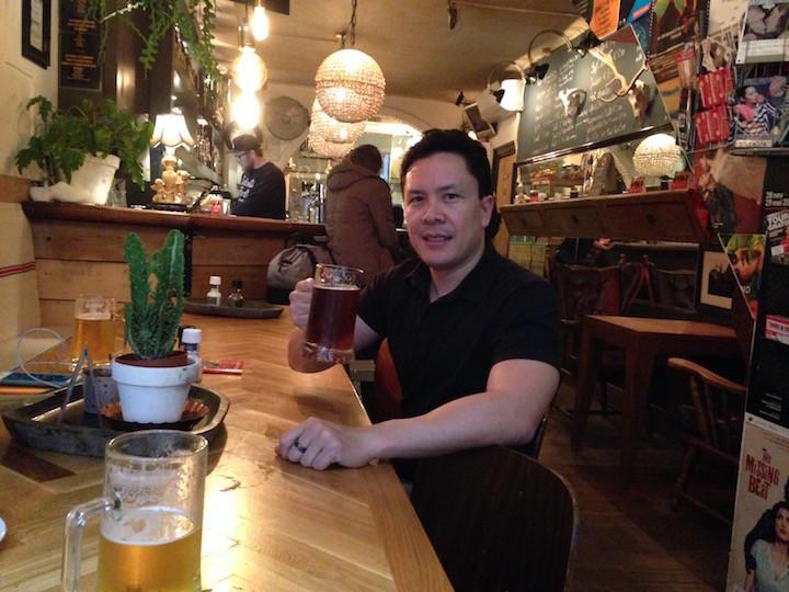 Tomando cerveza en Ámsterdam