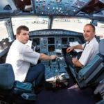 Vista interior de la cabina de un avión comercial en 360 grados