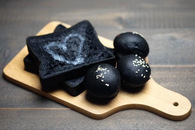 comida con carbón activado