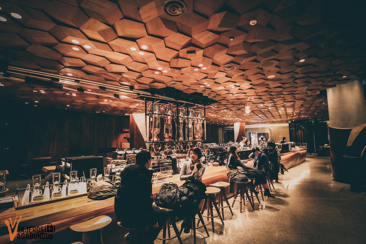 Así es el Starbucks más grande del mundo en Shanghai